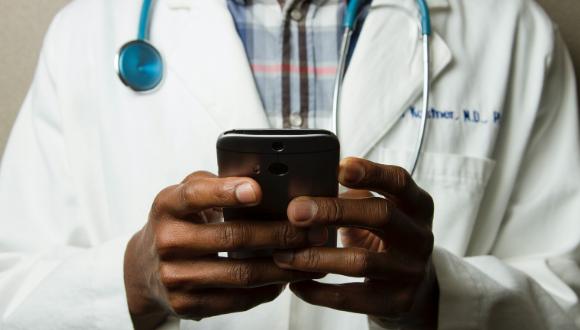 משרד הבריאות קורא לסטודנטים לרפואה ולסיעוד לעבוד בשכר במערך החקירות האפידמיולוגיות. מוזמנים למלא את השאלות בעמוד מינהל הסיעוד, באתר משרד הבריאות