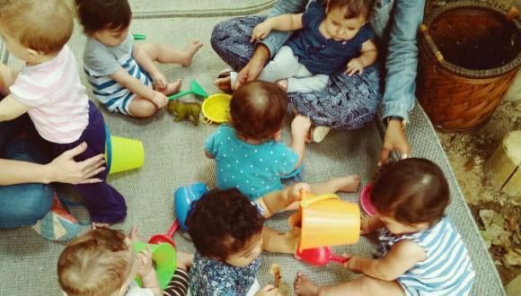 """תכנית """"מענק סיוע"""" מיועדת לדוקטורנטיות ולחברות סגל היוצאות לכנס כשהן מלוות בילד בגיל הינקות"""