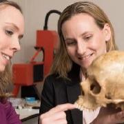 חוקרים מצאו שיניים של אדם מודרני ואדם ניאנדרטלי מלפני כ-40,000 שנה, במערת מנות בגליל